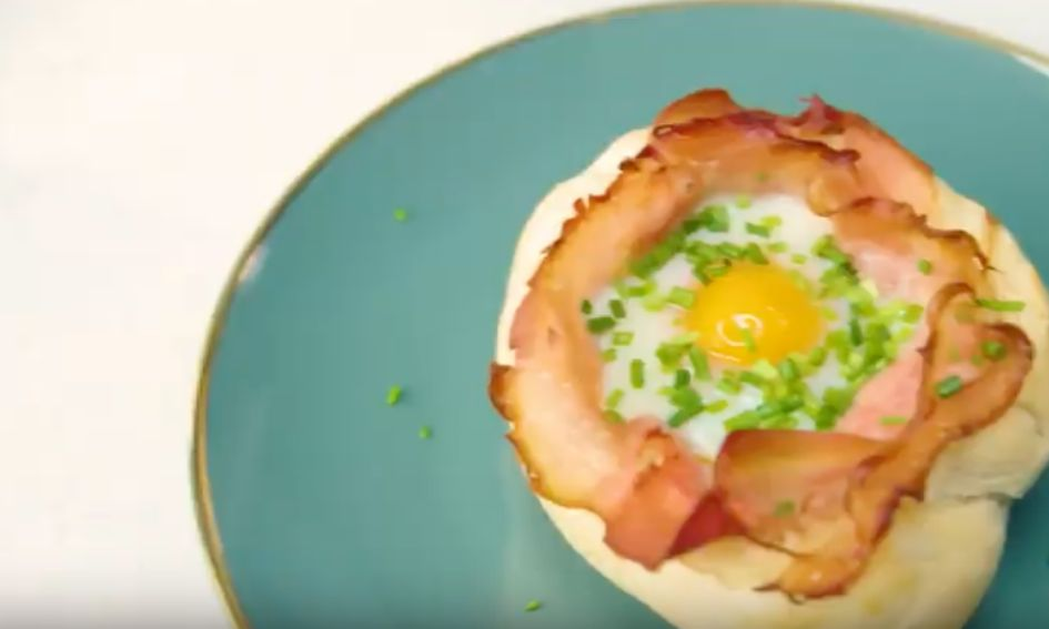 Afbeeldingsresultaat voor Kaiserbroodjes gevuld met ei en ham