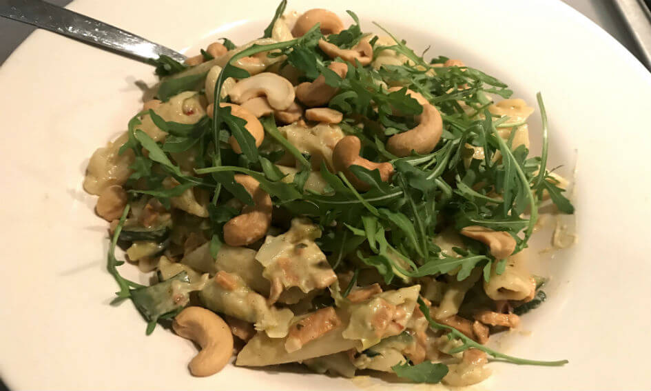 pasta met (vegetarische) spekjes in een romige prei-boursinsaus